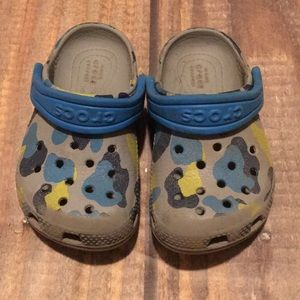 Neon Green/Blue Camouflage Crocs Toddlers Size 7